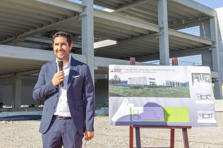 Marco Righi CEO Flash Battery pose premiere pierre nouvel etablissement